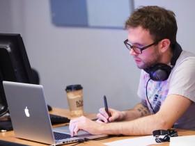 programmer-work-office-laptop