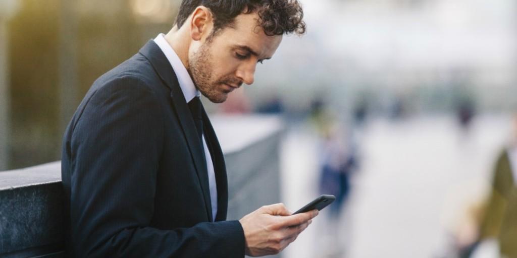 smartphones-causing-bad-posture-depression_ke2d
