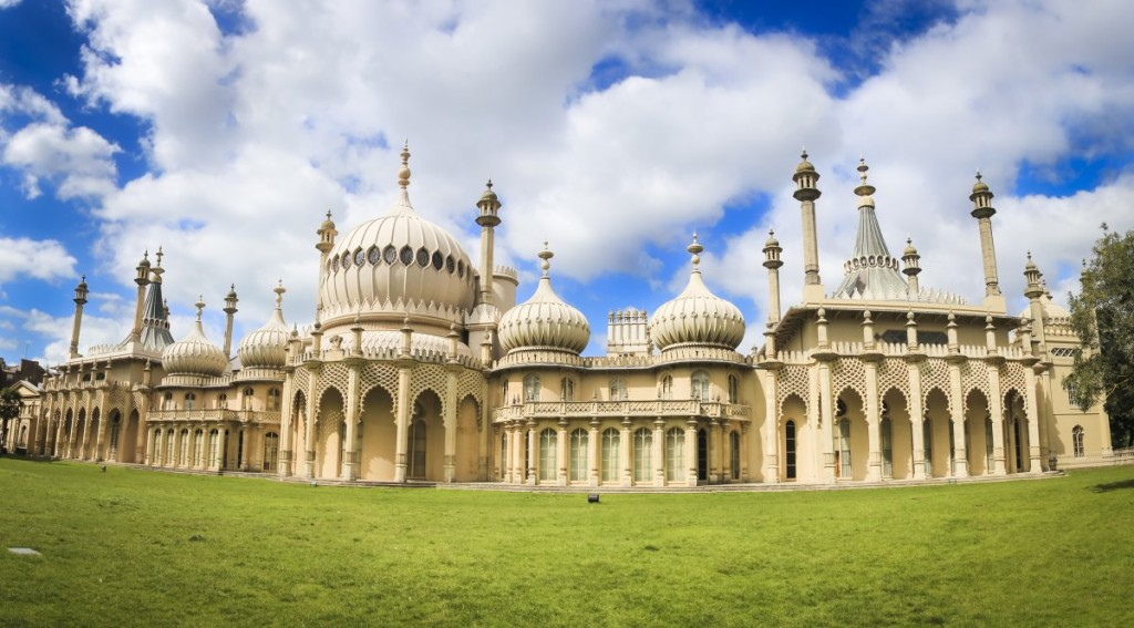 2-the-royal-pavilion-in-brighton-ambitiously-merges-british-and-indian-culture
