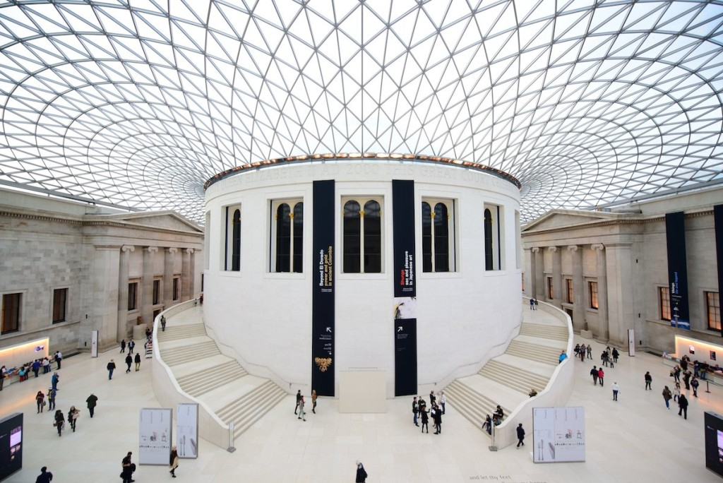 7-watch-tourists-jaws-drop-as-they-look-up-in-the-great-court-designed-by-norman-foster-at-the-british-museum-in-london