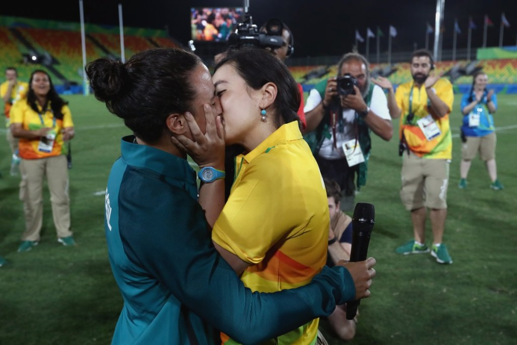 brazilian-rugby-player-isadora-cerullo-got-engaged-to-her-girlfriend-after-a-match-it-was-the-first-proposal-of-the-rio-games