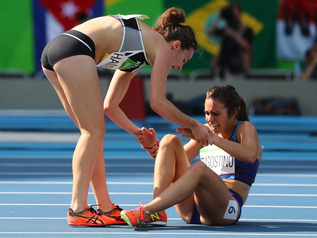 new-zealands-nikki-hamblin-left-stopped-to-help-us-runner-abbey-dagostino-after-they-both-took-a-tumble-during-the-5000-meter-heat-they-then-completed-the-race-together
