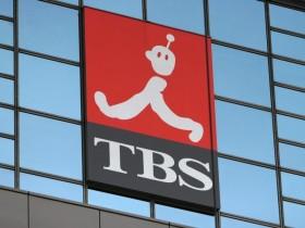 10月25日、海外の「物言う投資家」が、日本のコーポレートガバナンス(企業統治)の弱点を突いている。ロンドン拠点の投資会社アセット・バリュー・インベスターズは、出資先の東京放送(TBS)ホールディングスに対し、保有する上場企業株を売却し、売却益を株主に分配するよう要求した。写真は東京のTBS本社で2007年6月撮影(2017年 ロイター/Toshiyuki Aizawa)